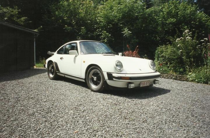 PORSCHE 911 SC 2