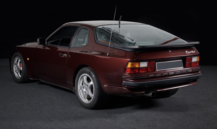 PORSCHE 944 Turbo  2