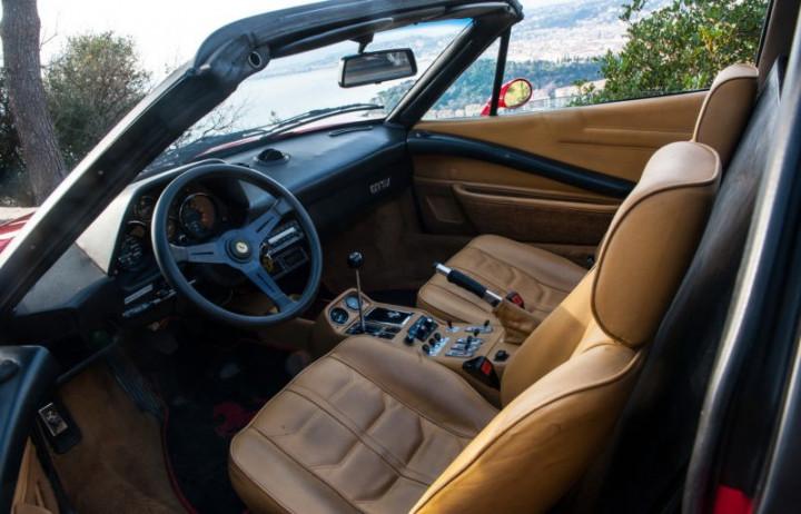 FERRARI 308 GTS 2